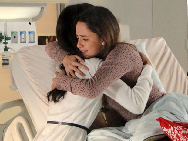 342580 Ana manu abra%C3%A7o A Vida da Gente: Após discussão, Ana perdoa Manuela