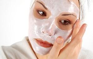 Como fazer limpeza de pele caseira?