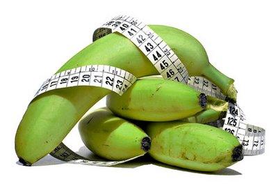 344823 banana verde FARINHA Frutas que ajudam a queimar gordura