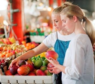 346554 escolhendo frutas Saiba quais são as melhores frutas para o verão