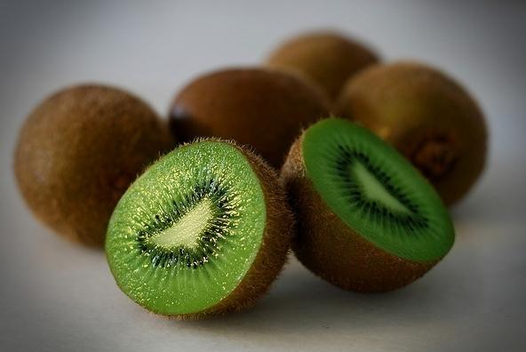 346554 kiwi Saiba quais são as melhores frutas para o verão