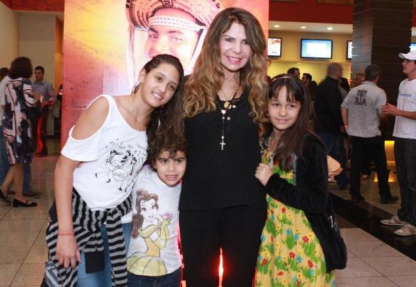 347911 mães famosas que adotaram seus filhos 6 Mães famosas que adotaram seus filhos
