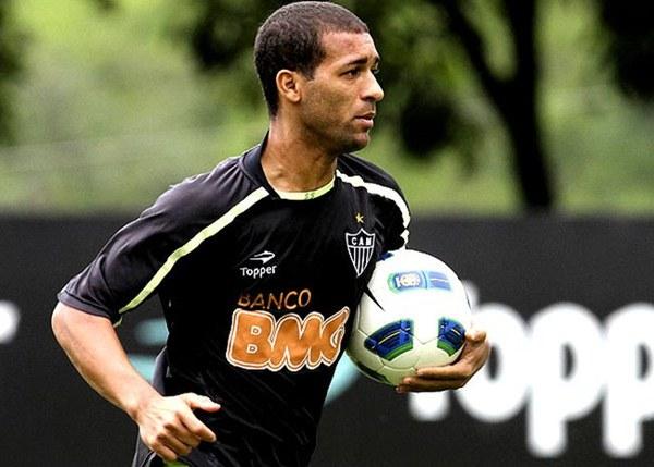 348832 Pierre Palmeiras x Atlético Mineiro: duelo nos bastidores pelo volante Pierre