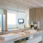 351622 Projeto de Banheiro com Grande Espelho e Box em Vidro Temperado 150x150 Decoração de banheiros   fotos