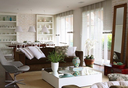 352634 Decora%C3%A7%C3%A3o de sala com sof%C3%A1 marrom 1 Decoração de sala com sofá marrom