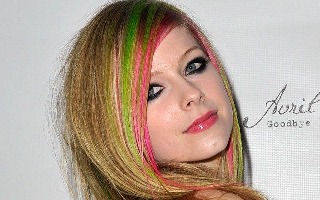 356694 esjnyx726dhand90cyph89fvo Famosas que apostaram nos cabelos coloridos