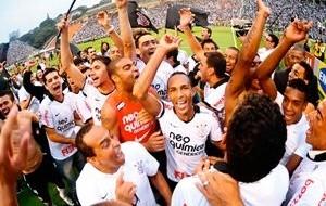 Corinthians viveu um ano de contrastes em que foi da crise ao penta brasileiro