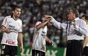 Equilíbrio no setor defensivo foi o segredo para o Corinthians brilhar em 2011