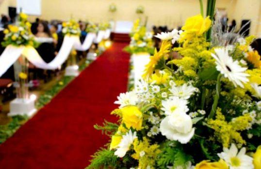 369688 Flores para decorar a igreja Flores para decorar a igreja
