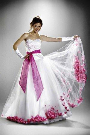 371513 60008 146118055425613 100000822591382 201162 4673105 n Vestido para debutantes 2012   sugestões