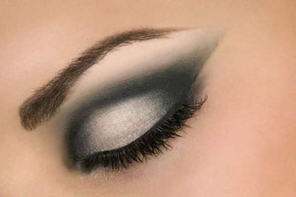 371713 Maquiagem com olhos esfumaçados para balada Maquiagem com olhos esfumaçados para balada
