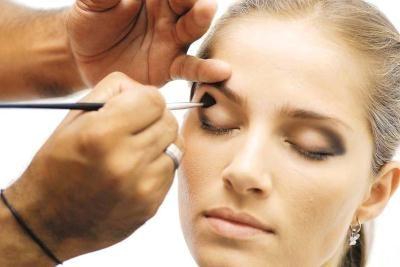 371713 Maquiagem com olhos esfumaçados para balada1 Maquiagem com olhos esfumaçados para balada