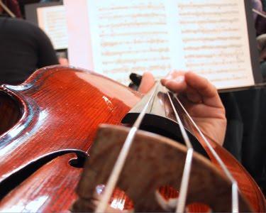 372980 tocando violino Curso Gratuito de Esporte e Cultura em Ribeirão Pires