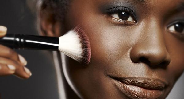 375509 maquiagem pele negra5 Base para pele negra   dicas