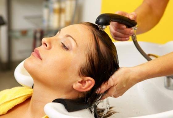 375958 lavando seu cabelo Cursos Gratuitos de Férias em Maringá