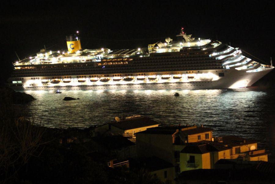 377340 fotos do naufragio do cruzeiro costa concordia na italia 17 Fotos do Naufrágio do Cruzeiro Costa Concordia na Itália