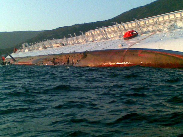 377340 fotos do naufragio do cruzeiro costa concordia na italia 31 Fotos do Naufrágio do Cruzeiro Costa Concordia na Itália