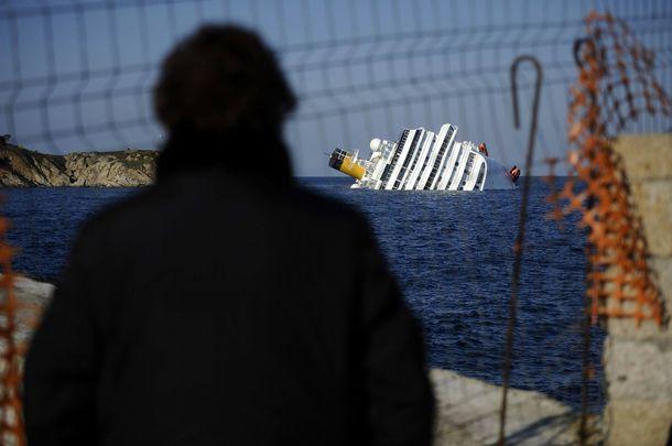 377340 fotos do naufragio do cruzeiro costa concordia na italia 46 Fotos do Naufrágio do Cruzeiro Costa Concordia na Itália