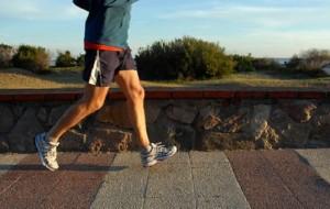 Pessoas que se exercitam regularmente recebem salários maiores, diz estudo