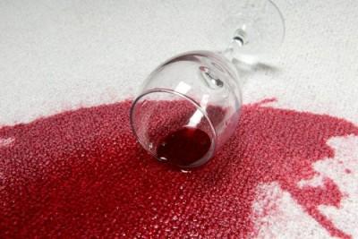 378969 mancha de vinho Mancha de vinho na roupa   como remover