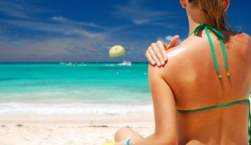 381837 Cuidados com o sol 3 Como tratar manchas brancas pelo corpo