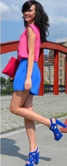 como usar sandálias coloridas