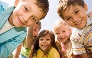 A presença de amigos reduz taxas de stress em crianças
