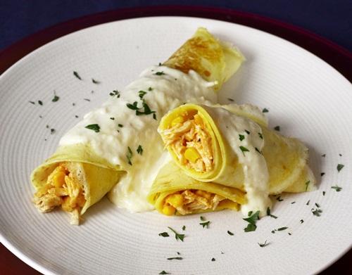 384881 panqueca de frango com molho branco deliciosa e facil de fazer Receita de Panqueca de frango com molho branco