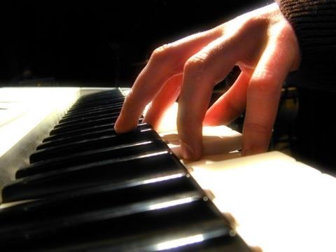 385803 exercicios piano Comprar instrumentos musicais usados