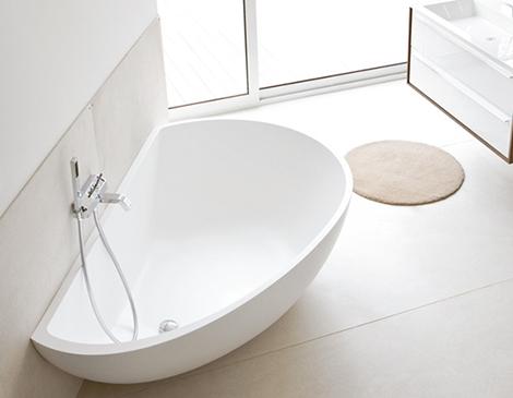 386043 mastella bathtub vanity 1 Banheiras de hidromassagens pequenas: modelos, preços