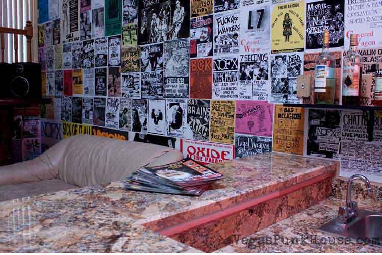 391262 vegaspunkhouse9 Decoração de parede com jornais – dicas, fotos