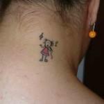 392551 tatuagem feminina delicada boneca pescoco nuca 150x150 Tatuagens femininas delicadas  fotos