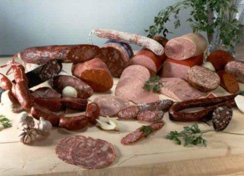 392973 carnes processadas possuem grandes quantidades de nitritos e nitratos 2 Fuja dos alimentos que aumentam o risco de câncer