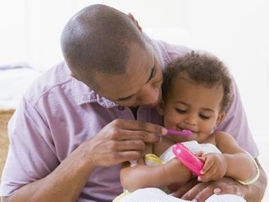 394118 %C3%A9 importante ensinar os habitos de higiene para a crian%C3%A7a evitando as caries Cáries em crianças: como evitar
