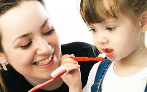 394118 as crian%C3%A7as imitam os pais Cáries em crianças: como evitar