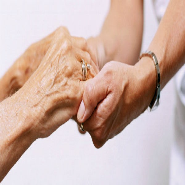 39565 como cuidar de idoso 600x600 Curso de Cuidador de Idosos Gratuito