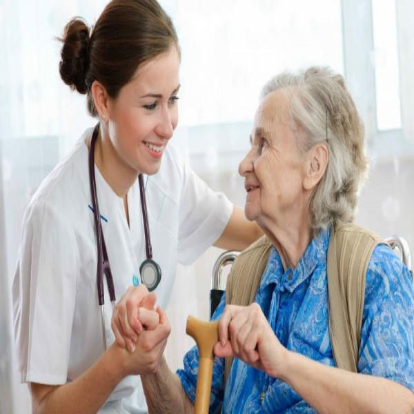 39565 curso cuidador idoso gratis 600x600 Curso de Cuidador de Idosos Gratuito