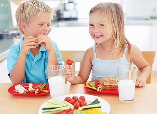 396186 alim Saiba como deve ser a alimentação infantil no verão