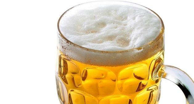 396623 copo de cerveja 1 Pouco mais de 1 litro de cerveja diariamente aumenta em 3 vezes o risco de câncer bucal