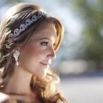 397236 Tiaras com brilho dão um toque muito feminino 150x150 Penteados para debutantes: dicas, sugestões
