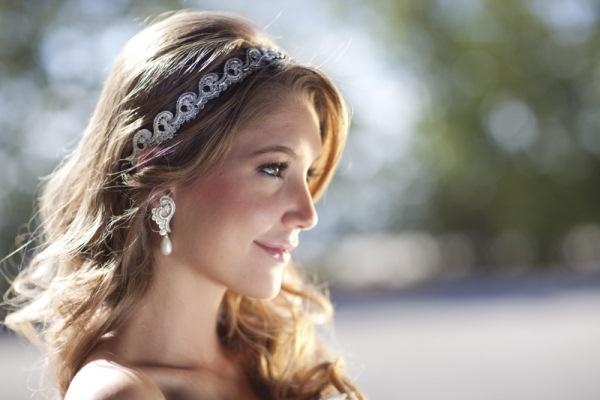 397236 Tiaras com brilho dão um toque muito feminino Penteados para debutantes: dicas, sugestões