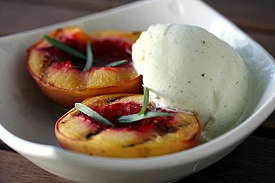 397991 nectarina grelhada Sobremesas para o Verão: dicas