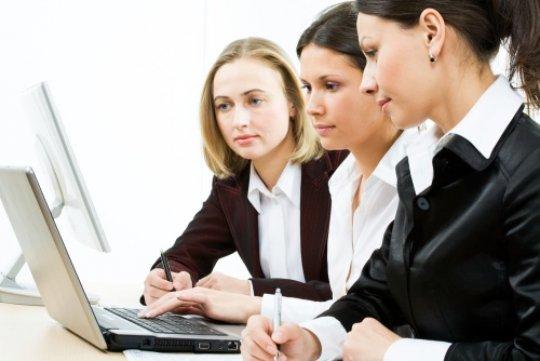 397992 mulheres trabalhando Menstruação Sincronizada: o que é