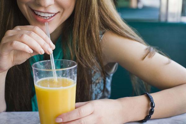 398059 Prefira os sucos naturias e consuma logo após o preparo Sucos desintoxicantes: benefícios