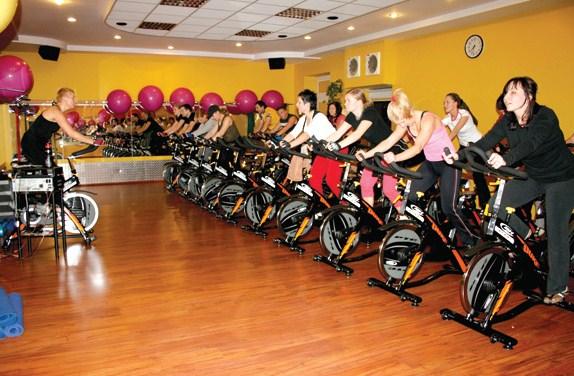 398117 O spinning deve ser praticado pelo menos duas vezes por semana Definição muscular feminina: dicas
