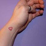 398821 coração no pulso 6 150x150 Tatuagens no pulso: fotos