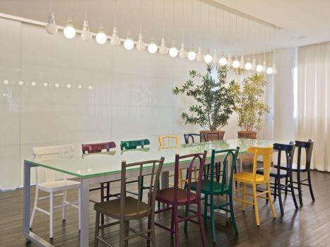 400626 Cadeiras diferentes na decoração como usar 2 Cadeiras diferentes na decoração: como usar