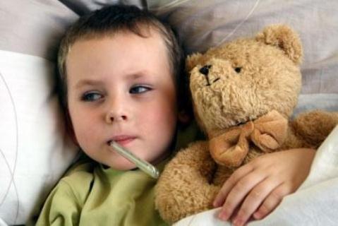 401566 Nas crianças infectadas pelo HIV os sintomas inicias são dor de garganta febre cefaléia fadiga dor no corpo erupção cutânea 2. Sintomas iniciais do HIV