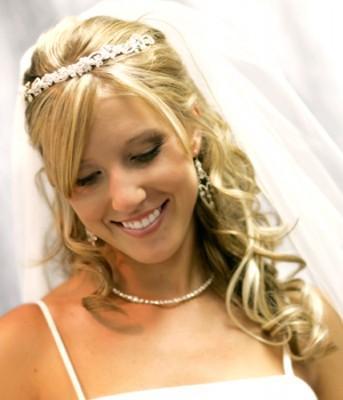 403717 a noiva moderna tamb%C3%A9m pode ter glamour no seu casamento com o penteado ideal ao seu perfeil Penteados com cabelos soltos para noivas: dicas
