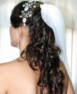 403717 o penteado ideal %C3%A9 aquele que proporciona beleza simplicidade e sofistica%C3%A7%C3%A3o a noiva Penteados com cabelos soltos para noivas: dicas